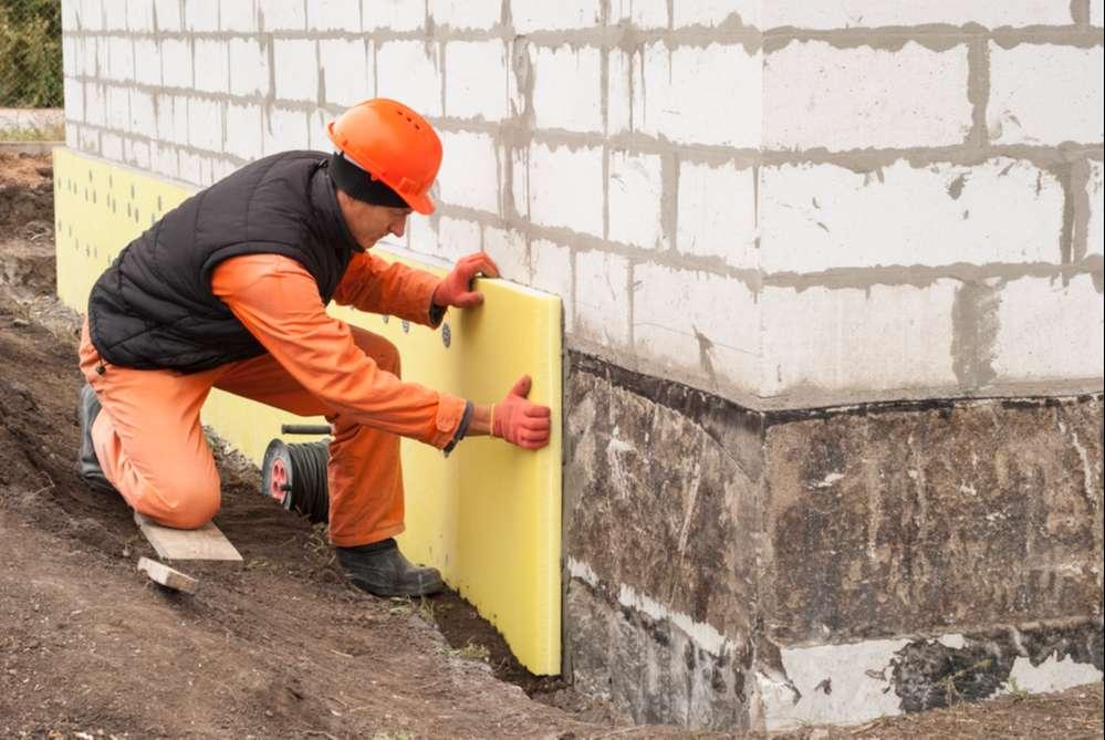 Hydroizolacja fundamentów budynku. Konieczność czy zbędny wydatek?